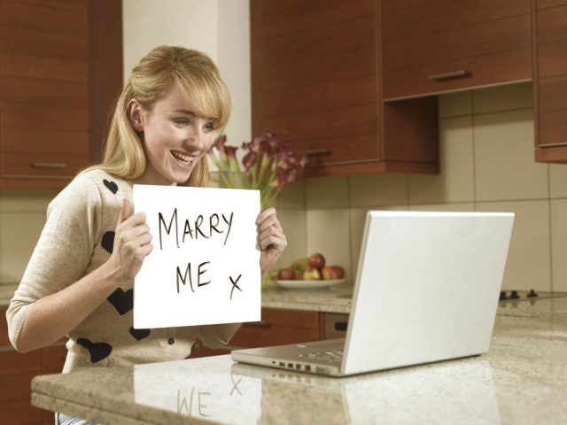 iasip charlie dating profile